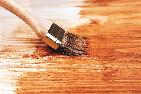Holzplatte Lackieren Schleifen holzplatten streichen 187 anleitung in 3 schritten