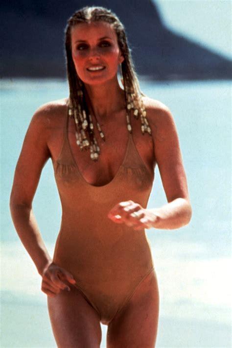 pubic hair showing wearing bathing suit girls showing pubic hair in bathing suits