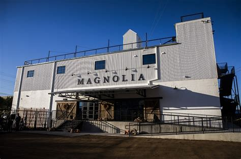 magnolia chip and joanna day trip to the silos magnolia market