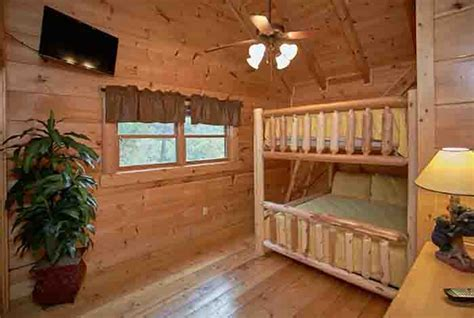 5 bedroom cabins in pigeon forge pigeon forge cabin hidden bear lodge 5 bedroom