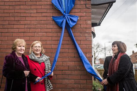 tom jackson manchester evening news blue plaque unveiled to honour tom curry who died in
