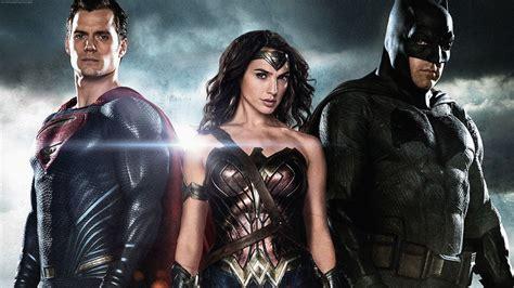 imagenes de wonder woman en batman vs superman batman superman wonder woman hd movies 4k wallpapers