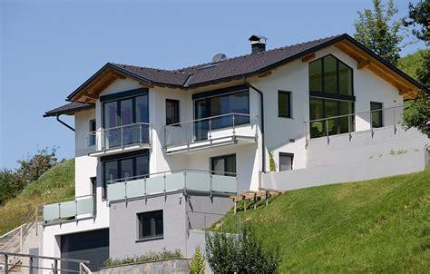 haus am hang modern haus fassade d 252 sseldorf von einfamilienhaus in hanglage tiefgraben im mondseeland