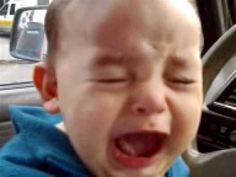 imagenes de bebes lindos llorando bebe llorando gracioso youtube