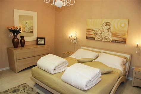 pittura in da letto quadri da letto con un design moderno nella pittura