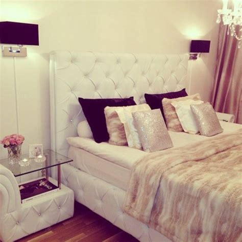 fashion bedroom decor jewels bedroom luxury beige pillow chanel white black silver wheretoget