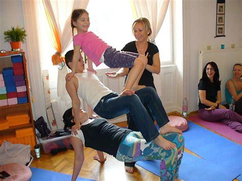 imagenes de yoga de tres personas centro bmom apoyo hol 237 stico durante el embarazo y