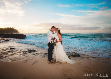 Beach Elopements on Oahu   California Family Photographer