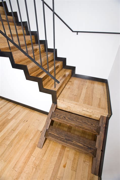 Stair Awesome Oak Wood Tread Stair Combine With Dark Brown