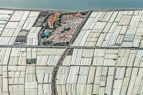 Landscaper En Español Amazing Aerial Photos Of Greenhouses Blanketing The