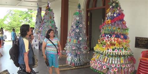 membuat hiasan natal dari barang bekas pohon natal setinggi 3 meter di bali dibuat dari bahan