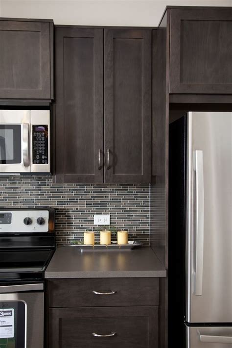 backsplash for brown cabinets 25 best ideas about brown cabinets kitchen on