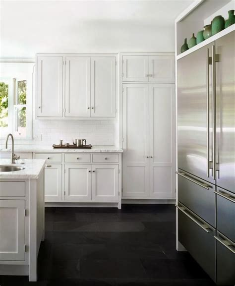 classic white kitchen cabinets tips to create a classic white kitchen diy decorator