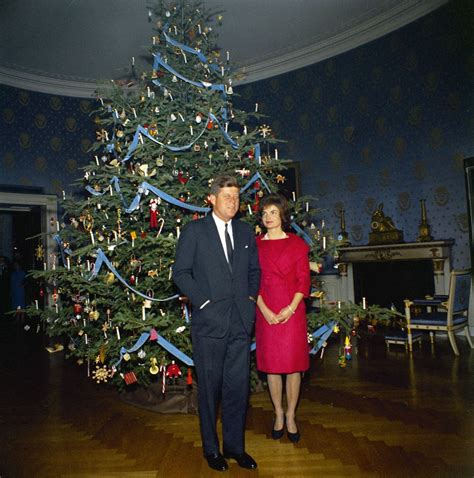 kn c19678 president john f kennedy and first lady