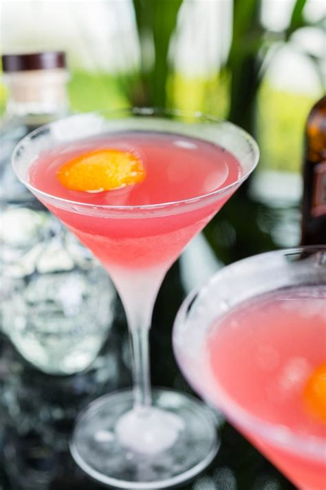 cosmopolitan drink cosmopolitan cocktail recipe how to the