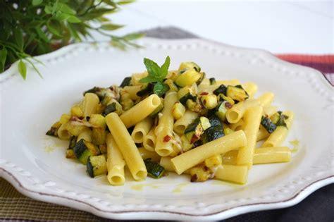 come cucinare pasta e zucchine 187 pasta con zucchine e tonno ricetta pasta con zucchine