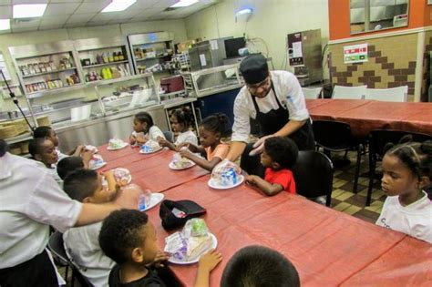 Food Pantry Manhattan by Food Bank Offers Free Meals For Students Before They