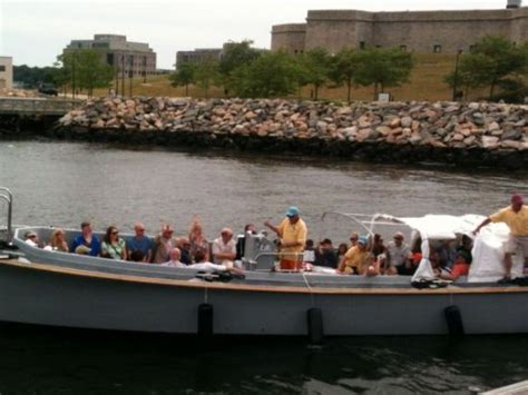 Thames River Heritage Park | leaving fort trumbull for the groton shore picture of