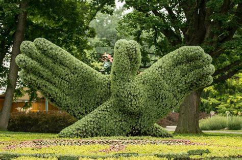 designboom jardin living plant sculptures at the montreal botanical gardens