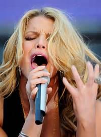 Imgarcade Com Ashlee Simpson Tongue Jessica Concert 434 X 594