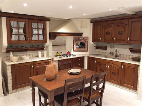 tavolo in muratura cucina in muratura completa di elettrodomestici e tavolo e
