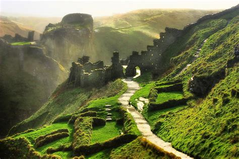 castelli in tavola tintagel castle the legendary birthplace of king arthur