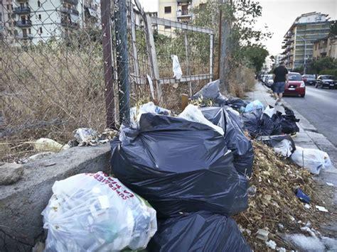 postaweb it rifiuti e insetti in via holm a palermo giornale di sicilia