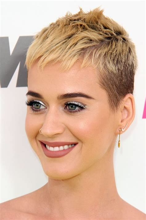 katy perry straight honey blonde pixie cut hairstyle steal her style