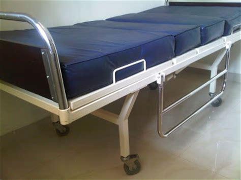 Tempat Tidur Besi Bekas jual tempat tidur pasien 2 crank bekas toko medis jual alat kesehatan