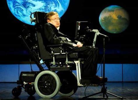 cientifico en silla de ruedas cient 237 fico stephen hawking busca asistente para mantener