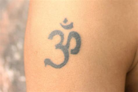 om symbol tattoo om aum symbol meaning explanation