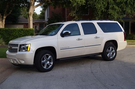 how things work cars 2009 chevrolet suburban 1500 windshield wipe control 2013 chevrolet suburban overview cargurus