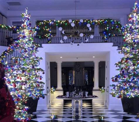 25 best ideas about kris jenner house on pinterest kris jenner home jenner house and kris kris jenner house christmas house plan 2017