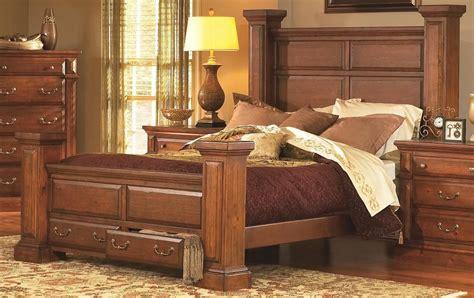 Torreon King Bedroom Set by Torreon Antique Pine Panel Bedroom Set 61657 34 35 49 77