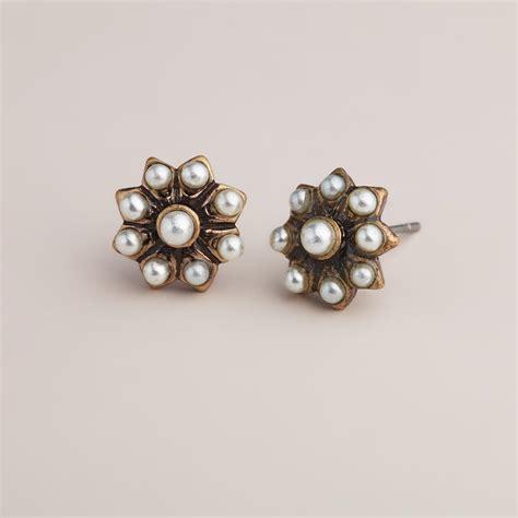 Anting Stud Pearl Flower 1 pearl flower stud earrings world market