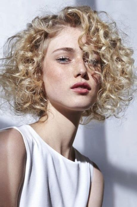 Coupe permanente cheveux court