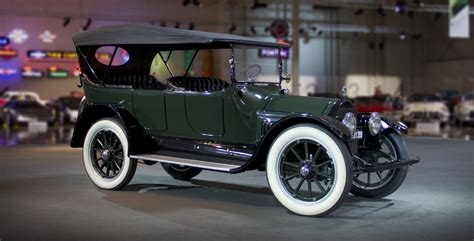 who made cadillac the american factory made car with a v8 1914
