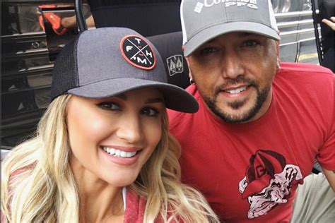 2016 jason aldean wife road trippin with jason aldean and wife brittany country