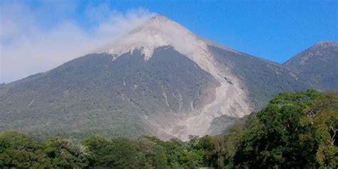 imagenes satelitales volcan insivumeh reporta incremento de actividad del volc 225 n de fuego