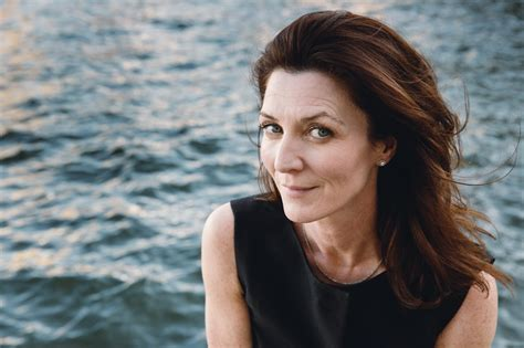 michelle fairley and conleth hill suits launches game of thrones inspired ad caign