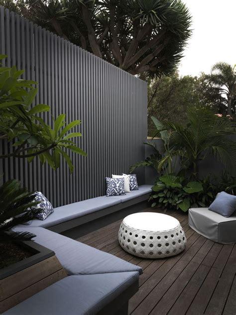 modern backyard fence best 20 modern fence ideas on