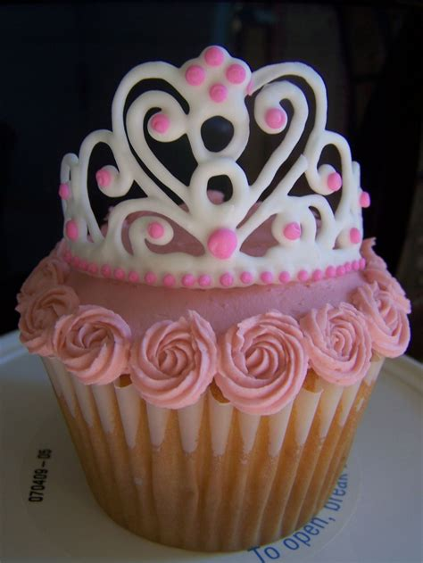 The Top Five Bag Cakes Beacuse Theyre And by Best 25 Crown Cupcakes Ideas On Princess
