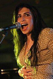 Wedding Song Que Bonita by Winehouse Wikip 233 Dia A Enciclop 233 Dia Livre