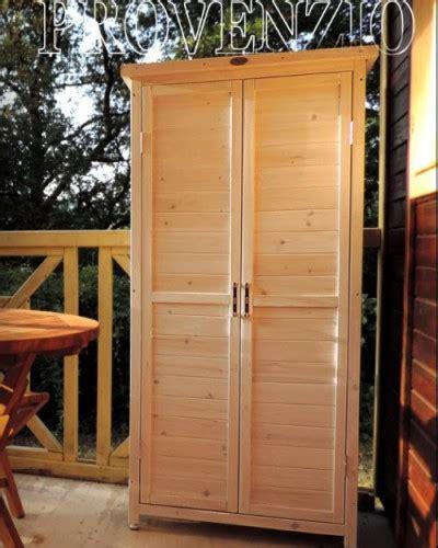 armadi per esterni in legno armadio in legno per esterno l armadio fuori