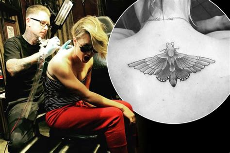kaley cuoco new tattoo kaley cuoco covers up sweeting wedding date