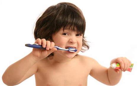 Benang Pembersih Gigi edisi puasa 3 tips menyikat gigi selama bulan puasa
