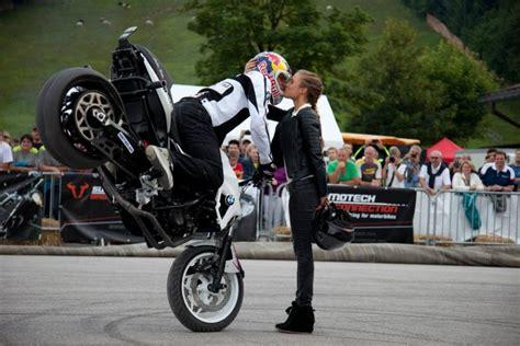 ai bmw motorrad days  chris pfeiffer stunt show