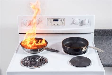How Many Fires Start In The Kitchen by Avoid Pan Frying Disasters 10 Tips To Prevent Kitchen Fires