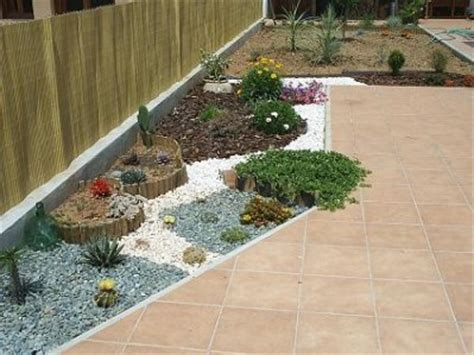 decorar jardines pequeños con piedras arreglar pequea zona de jardn de secano foro de infojardn