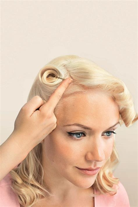 25 unique victory rolls tutorial ideas on 50s